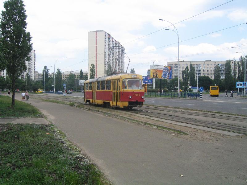 http://www.mashke.org/kievtram/pictures/routes/tram/04/tram-04-5909-20040606-malinovskogo.jpg