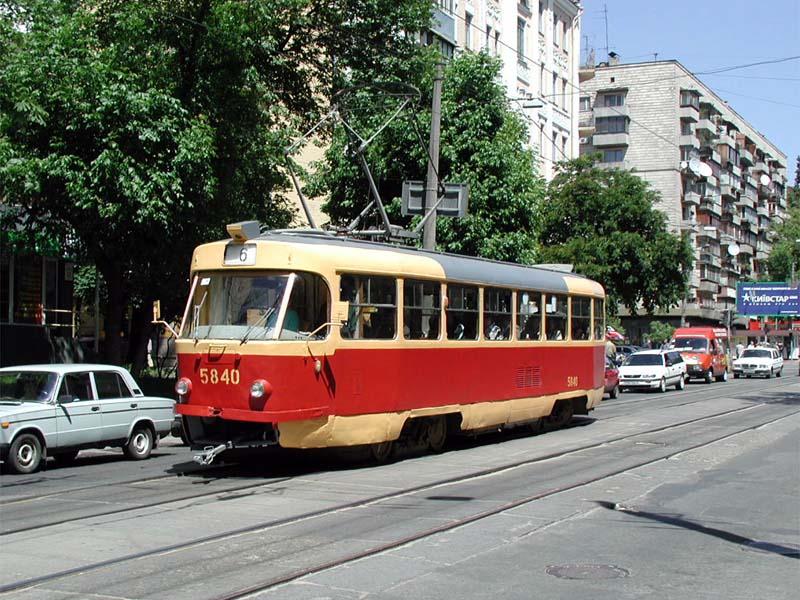 http://www.mashke.org/kievtram/pictures/routes/tram/06/tram-06-5840-20010524-tolstogo-KA.jpg