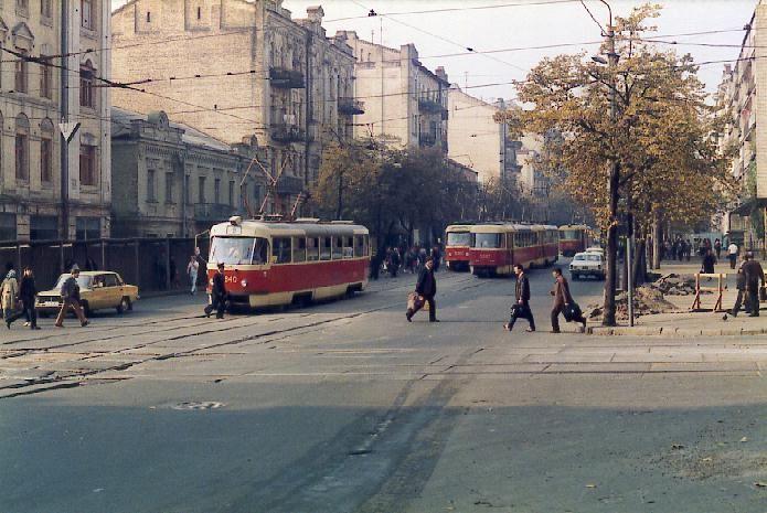 http://www.mashke.org/kievtram/pictures/routes/tram/09/tram-09-5840-19851006-saks-GS.jpg