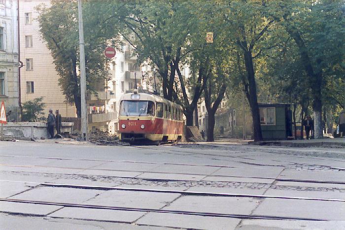 http://www.mashke.org/kievtram/pictures/routes/tram/10/tram-10-6011-19851005-vladimirskaya-GS.jpg