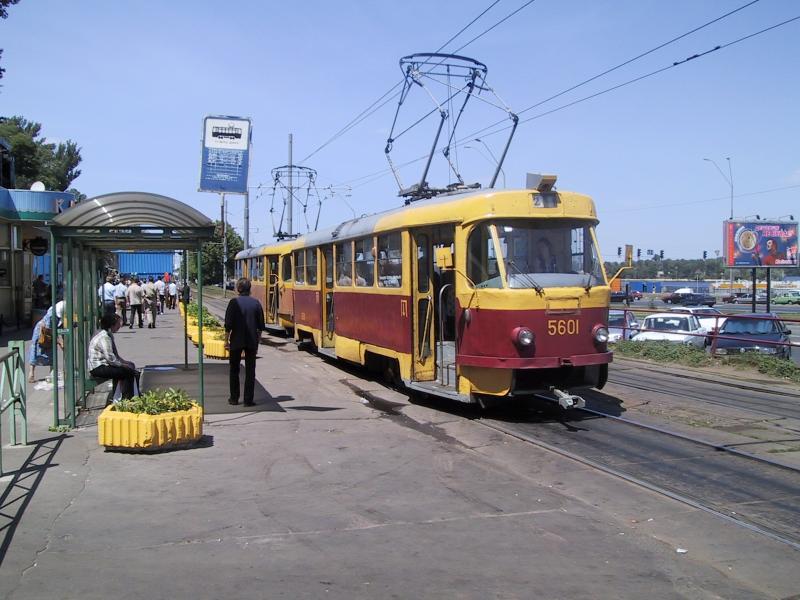 http://www.mashke.org/kievtram/pictures/routes/tram/21/tram-21-5601+56xx-20030531-dnepr.jpg