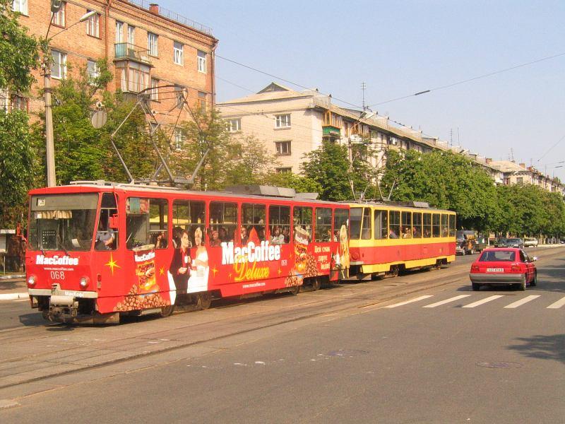 http://www.mashke.org/kievtram/pictures/routes/tram/26/tram-26-068+318-20040529-yaltinskaya.jpg