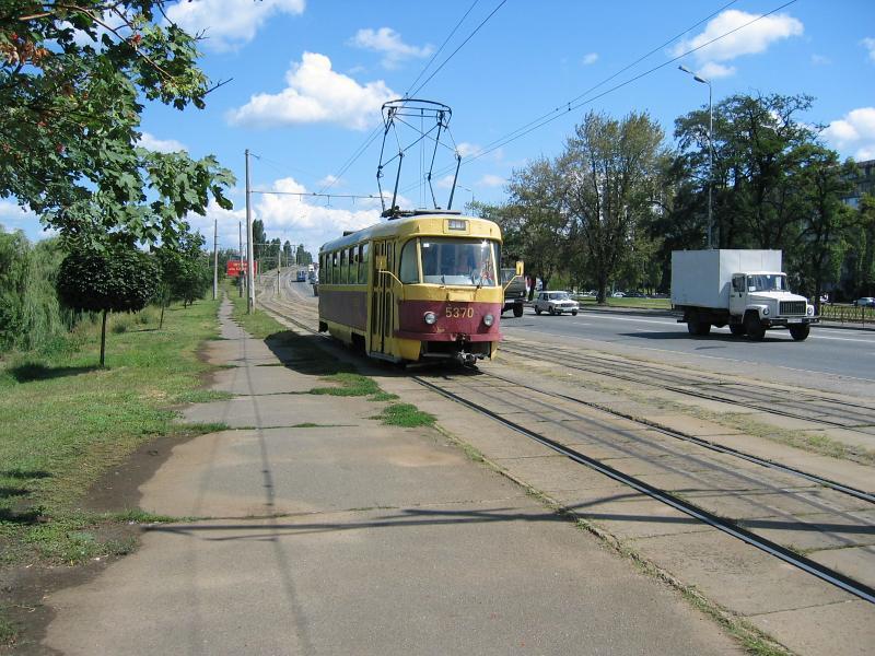 http://www.mashke.org/kievtram/pictures/routes/tram/27/tram-27-5370-20030806-vossoed-KK.jpg