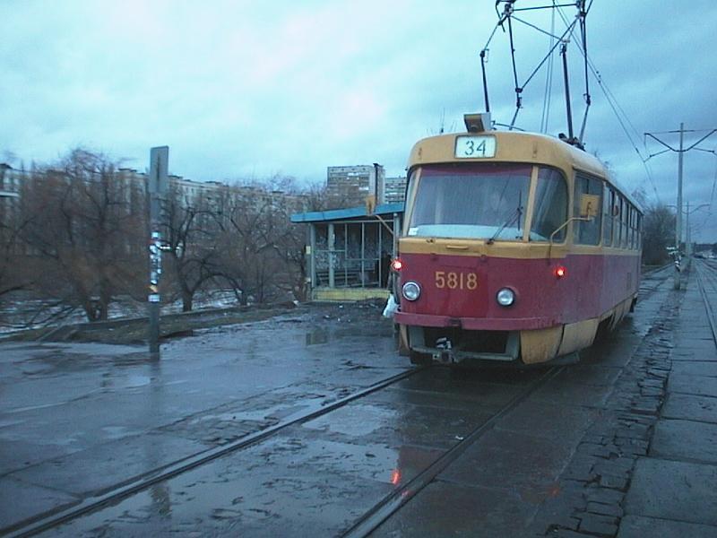 http://www.mashke.org/kievtram/pictures/routes/tram/34/tram-34-5818-20020129-vossoedineniya-AP.jpg